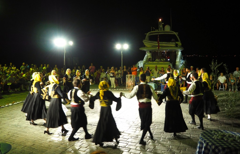 Greek dancing in Ermioni