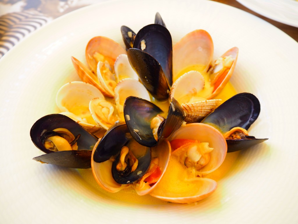 Fresh clams and mussels