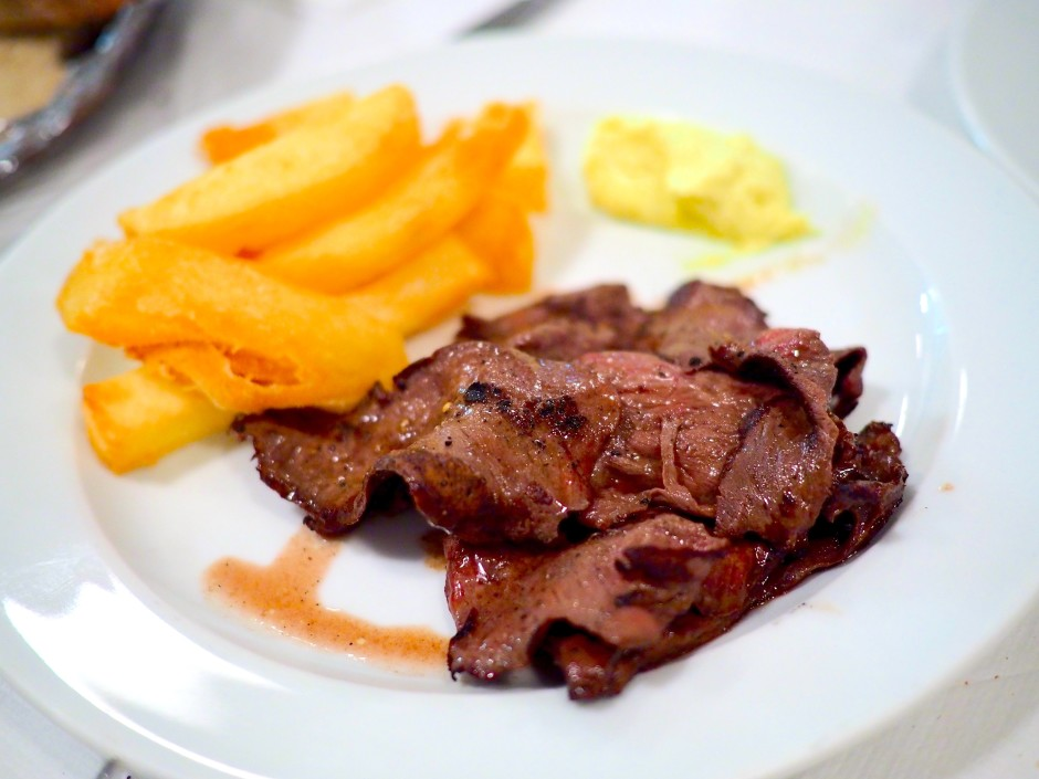 Grilled ox heart with chips and aioli