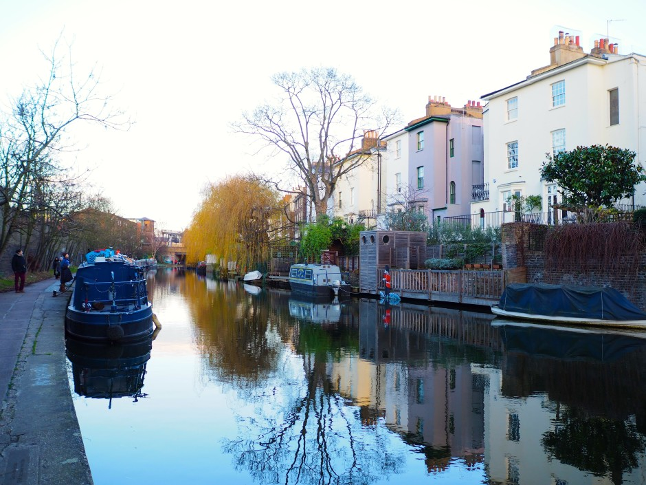 Walks along Regents Canal before pudding